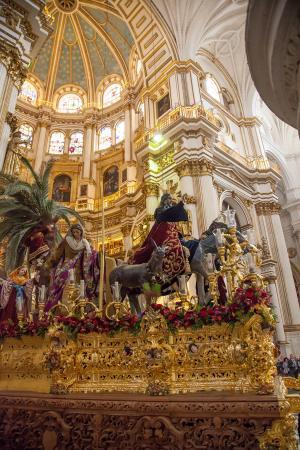 Cofradía Borriquilla Granada: TRASLADO MATINAL A LA S.I. CATEDRAL PARA PRESIDIR LA SOLEMNE FUNCIÓN DE PALMAS DE LA DIÓCESIS.
