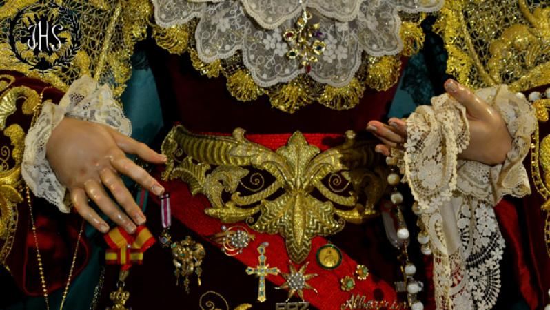 Cofradía Borriquilla Granada: REINA DE LA PAZ EN BESAMANOS. AÑO 2015