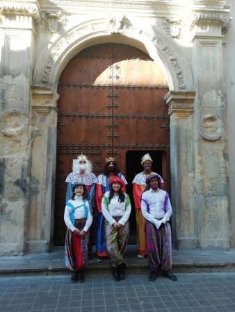 Cofradía Borriquilla Granada: VISITA DE LOS REYES DE ORIENTE A SAN ANDRES 2019